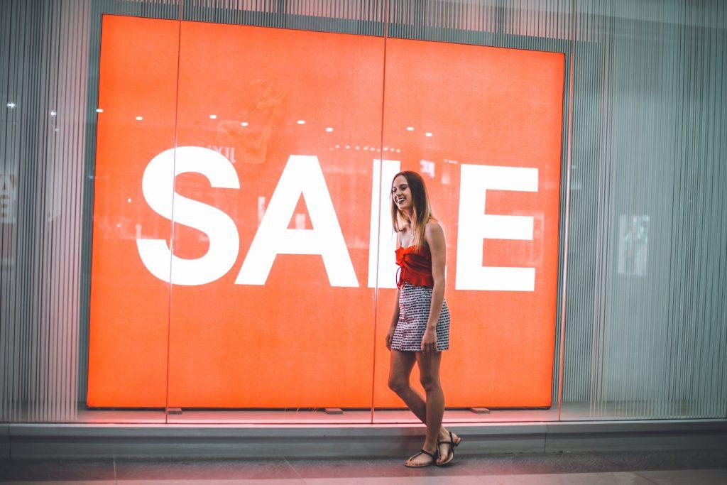 Udsalg_kvinde_Shopping